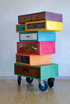 Old-Look but New-Brand Storage Solutions that Meet Your Vintage Home Concept – HomesFeed Small Furniture, Funky Furniture, Recycled Furniture, Furniture Projects, Furniture Makeover, Painted Furniture, Furniture Design, Deco Cool, Deco Design