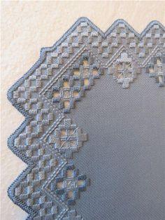 Hardanger Dukar Nybroderade på Tradera.com - Löpare inom Antikt & Design #hardangerembroidery