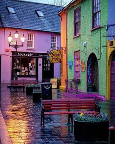 Even in the rain Kinsale looks fantastic doesn't it? @mclwng took the photo.