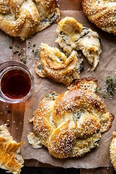 spinach and artichoke stuffed soft pretzels - January 14 2019 at - Amazing Ideas - and Inspiration - Yummy Recipes - Paradise - - Vegan Vegetarian And Delicious Nutritious Meals - Weighloss Motivation - Healthy Lifestyle Choices I Love Food, Good Food, Yummy Food, Tasty, Vegetarian Recipes, Cooking Recipes, Roast Recipes, Steak Recipes, Healthy Recipes