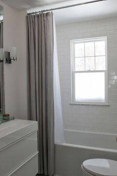 Duschdraperi i badrum är underskattat – här är 13 lyckade bevis | Sköna hem Sätt stången högt. Gardin? Öljetter kanske?
