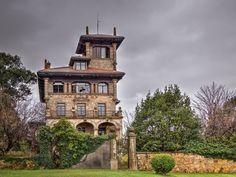 La casa de la Alcaldesa - Getxo Indiana, Barbados, Spain, Mansions, House Styles, Home, Arquitetura, Suspension Bridge, Sands