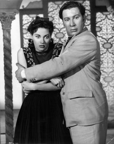 Yvonne De Carlo & Peter Ustinov in Hotel Sahara, directed by Ken Annakin, 1951 Norman Wisdom, Terry Thomas, Vintage Hollywood, Classic Hollywood, Peter Ustinov, Actor Secundario, Yvonne De Carlo, Cinema Film, Hollywood Stars