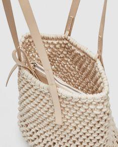Fabric Tote Bags, Diy Tote Bag, Island Style Clothing, Macrame Purse, Crochet Market Bag, Macrame Patterns, Crochet Basics, Shopper, Handmade Bags