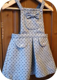 tuto robe fille. Overall/pinny style dress for putting over a onsie. Super cute!