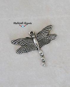 une libellule en métal avec cette jolie breloque pour vos bijoux fantaisie.
