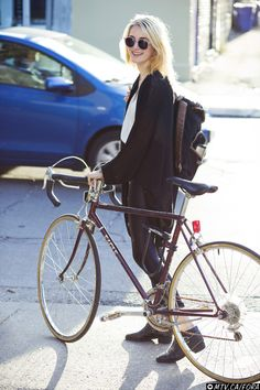 Casual style on a bike. | Shared by velojoy.com