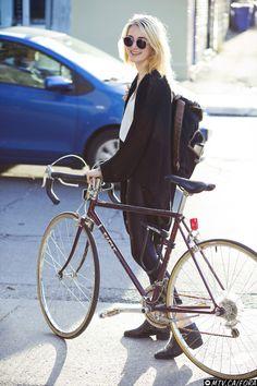 Casual style on a bike. | Shared by velojoy.com