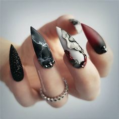 Fearless Combinations With Black Stiletto Nails - Stiletto nails - Matte Stiletto Nails, Pointy Nails, Mauve Nails, Black Nail Art, Black Nails, Hot Nails, Hair And Nails, Gothic Nails, Nails Short