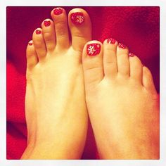 My Christmas toes :) ((This is what I usually do, maybe something different this year? Xmas Nail Art, Snowflake Nail Art, Holiday Nail Art, Xmas Nails, Winter Nail Art, Toe Nail Art, Winter Nails, Toe Nails, White Snowflake