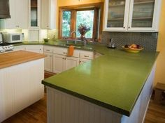 Super Retro Kitchen Complete With A Bold Green Countertop Never Thought Of Using Green