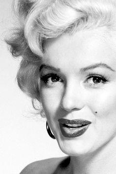 Marilyn Monroe photographed by Nickolas Muray, 1952.