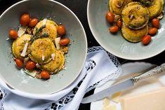 Gluten Free, Low Carb & Keto Ravioli with Ricotta and Spinach Filling #keto #lowcarb #glutenfree #grainfree #ravioli #pasta #healthyrecipes Keto Pasta Recipe, Pasta Recipes, Diet Recipes, Cooking Recipes, Keto Mushrooms, Pasta Alternative, Vegetable Pasta, Beef And Noodles, Eating Raw