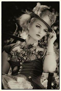 """steampunk-girl: """" Steampunk Girl http://steampunkgirls.blogspot.com/ """""""