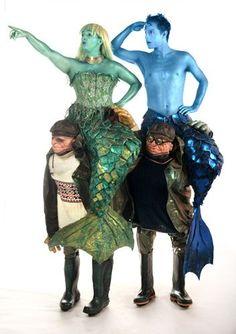 Mermaid and merman Halloween costumes Halloween Karneval, Halloween Kostüm, Halloween Cosplay, Halloween Costumes, Merman Costume, Stilt Costume, Creative Costumes, Cool Costumes, Fantasias Halloween
