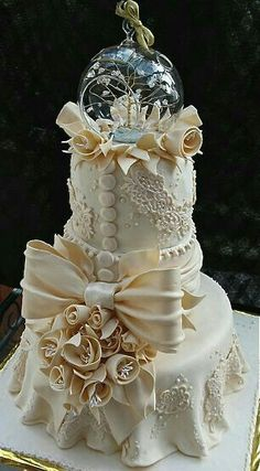 Wow!  Amazing wedding cake!