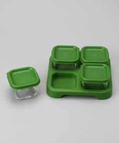 Freeze or refrigerate homemade baby food with the help of this storage tray set. Its divided design makes doling out individual servings easy while lids and labels allow for simple organization.