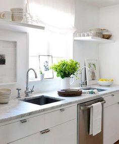 Modern white kitchen design with white frameless cabinets and marble countertops. Decor, White Kitchen, Kitchen Remodel, Minimalist Decor, Home Decor, Kitchen Dining Room, Kitchen Dining, Home Kitchens, Kitchen Design