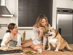 Chrissy Teigen book Cravings -   H Chrissy Teigen παρουσίασε το νέο της βιβλίο μαγειρικής Cravings | Table Art - Art de la Table