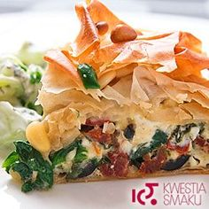 Phyllo spinach, feta and sun-dried tomato tart My Favorite Food, Favorite Recipes, Pizza Rustica, Sbs Food, Egg Tart, Savory Tart, Incredible Edibles, Tzatziki, Dried Tomatoes
