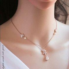 Jewelry Design Earrings, Gold Earrings Designs, Ear Jewelry, Necklace Designs, Bridal Jewelry, Jewelry Gifts, Gold Ring Designs, Gold Jewelry Simple, Stylish Jewelry