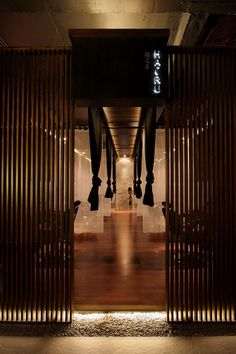 Relax With Japanese Interior Design Style: Hairu Hair Spa Japanese Interior Design Entry Ideas Home Hair Salons, Hair Salon Interior, Salon Interior Design, Salon Design, Japan Interior, Japanese Interior Design, Japanese Design, Japanese Hair Salon, Japanese Spa