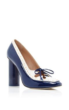 This **Tory Burch** pump is rendered in patent leather and features a matching navy stacked heel and bicolor body.
