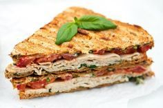 Up your sandwich and salad game by transforming these meals into warm comfort foods. These healthy sandwiches and salads will bring warmth to winter lunches. Healthy Sandwich Recipes, Healthy Sandwiches, Turkey Sandwiches, Healthy Snacks For Kids, Turkey Panini, Panini Sandwiches, Bagels Sandwich, Quinoa, Love Food