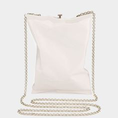 Crisp Packet Clutch Anya Hindmarch, Beautiful Bags, Travel Bags, Drawstring Backpack, Fall Winter, Autumn, Bag Accessories, Pearl Necklace, Purses