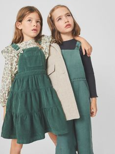 The latest dresses and jumpsuits for girls at ZARA online, with colorful prints or appliques. Kids Winter Fashion, Kids Fashion Boy, Toddler Fashion, Winter Kids, Summer Kids, Dresses Kids Girl, Kids Outfits, Corduroy Pinafore Dress, Girls Pinafore Dress