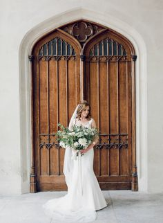 Classic Navy and Gold Wedding - Wedding Sparrow | Best Wedding Blog | Wedding Ideas