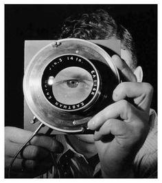 Erwin Blumenfeld (1897-1969) fue un famoso fotógrafo estadounidense de origen alemán.