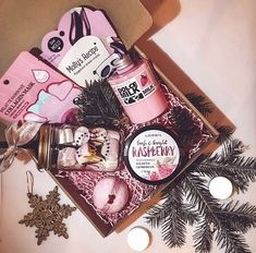 Super birthday box present diy gifts ideas Cute Birthday Gift, Birthday Gift Baskets, Christmas Gift Baskets, Birthday Gifts For Best Friend, Diy Gifts For Friends, Birthday Box, Bff Gifts, Diy Christmas Gifts, Sister Birthday