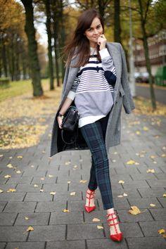 Tartan, stripes and Valentino shoes Carrie Bradshaw, Love Fashion, Fashion Outfits, Womens Fashion, Fashion Trends, High Fashion, Street Fashion, The Maxx, Miss Match