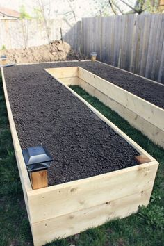 Step by step guide to build a u-shaped raised garden bed and 11 examples