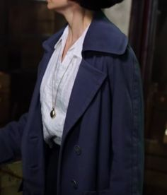 Porpentina Tina cosplay costume, fantastic beasts, porpentina Goldstein, Front of white shirt. Gold locket.