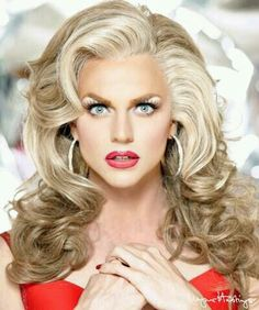 Courtney Act Drag queen make up Drag Queens, Drag Queen Makeup, Drag Makeup, Courtney Act, Hair Rainbow, Rupaul Drag, After Life, Facon, Big Hair