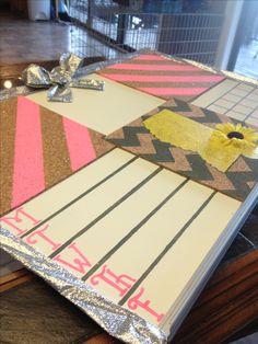 Cute bulletin board idea for college dorm organization!