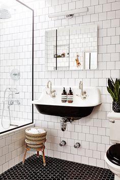 Amazing DIY Bathroom Ideas, Bathroom Decor, Bathroom Remodel and Bathroom Projects to greatly help inspire your master bathroom dreams and goals. Bad Inspiration, Bathroom Inspiration, Bathroom Ideas, Bathroom Designs, Bathroom Showers, Shower Ideas, Bathroom Goals, Budget Bathroom, Bathroom Cleaning