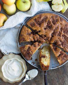 """Emma Brink Rask's Instagram post: """"En busenkel och så saftig äppelkaka. Du behöver inte ens vispa, bara röra ihop allt. Helt klart en ny favorit! Receptet hittar du på…"""" French Toast, Breakfast, Instagram, Food, Morning Coffee, Meals, Yemek, Eten"""
