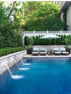 It's always good to have a whole pool. Based on the size and form of your backyard, you can choose where the pool should go and how it ought to be shaped. Every pool needs to be cleaned. Swimming Pool House, Swimming Pool Designs, Indoor Swimming, Swimming Pool Fountains, Piscine Simple, Design Jardin, Small Pools, Beautiful Pools, Beautiful Days