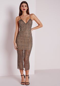 Holy frock girl , you'll be crowned best dresses in this one. This fierce grey midi from our PREMIUM collect is a total wardrobe lust have this season. With on point nude under lay the grey beaded fabric id to die for. The grid embellished ...