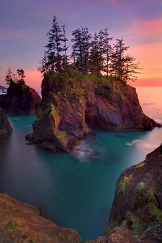 I have to go to Oregon. Sunset Over The Haystack Rocks - Samuel Boardman State Park, Oregon Coast, Oregon, United States of America. Boardman State Park, Ecola State Park, State Parks, The Places Youll Go, Places To Go, Travel Photographie, Oregon Travel, Oregon Coast Roadtrip, Land Art