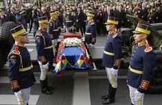 Romania, l'omaggio dei reali d'Europa a re Michele I Honor Guard, Momento Mori, Captain Hat, Royalty, Handsome, Vip, Fashion, Home, Gotha