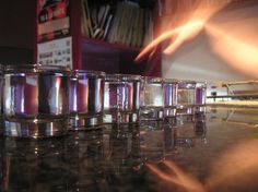La tequila bum bum (o tequila boom boom) è uno shottino composto in parti uguali da tequila (distillato dell'agave azzurra)e acqua tonica (se non l'avete potete accontentarvi di qualsiasi bibita a base di zucchero ed anidride carbonica). Il nome bum bum o boom boom deriva dalla modalità con cui va bevuta... occorre infatti coprire il bicchierino con il palmo della mano o un fazzoletto di carta e battere 2 voltein modo deciso il bicchiere sul tavolo bevendo poi tutto d'un sorso!!! Un altro…