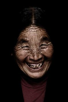 Diaspora Smile, 50th Anniversary of Tibetan in Exi by Bhanuwat Jittivuthikarn, via Behance