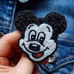 """Купить Вышитая брошь """"Микки Маус"""" - брошь, Микки Маус, микки, Вышивка бисером, вышивка"""
