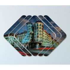 Modelul - Cladirea care danseaza - face parte din gama de tablouri living modern si are o reprezentare originala, care ilustreaza intr-o maniera plina de vibratie o simbioza perfecta intre sectiunile contemporane ale tabloului si arhitectura futurista.