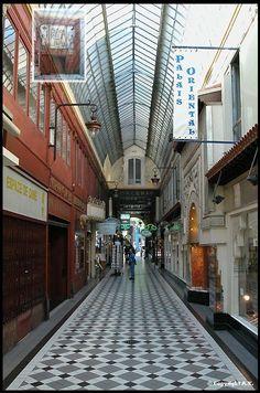 Le PASSAGE JOUFFROY est un passage couvert du sud du 9e arrondissement de Paris, à la limite avec le 2e arrondissement. Il débute au sud entre les 10 et 12 boulevard Montmartre et se termine au nord au 9 rue de la Grange-Batelière , FRANCE , Date de création : 1845,.......SOURCE TOUT SUR GOOGLE EARTH.COM......