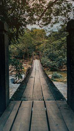 Wallpaper da bela ponte pênsil que fica na Cachoeira da Usina Velha em Pirenópolis-GO! Veja mais sobre o lugar no link!  #pirenopolis #background #dicasdepasseios